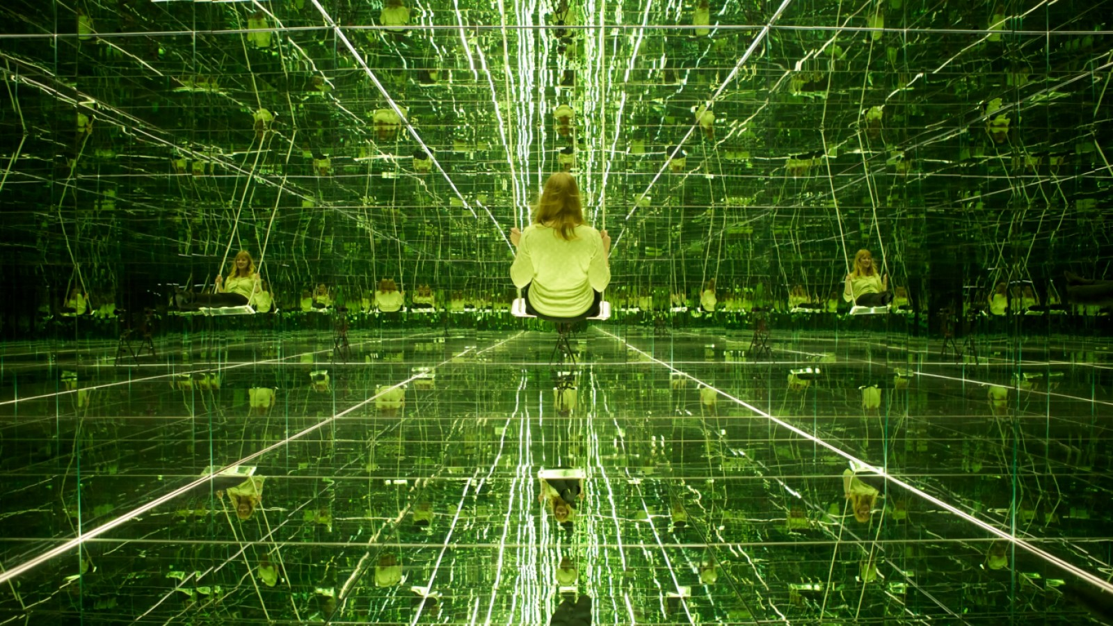 Store spejl på v u00e6ggen der! Kunsten